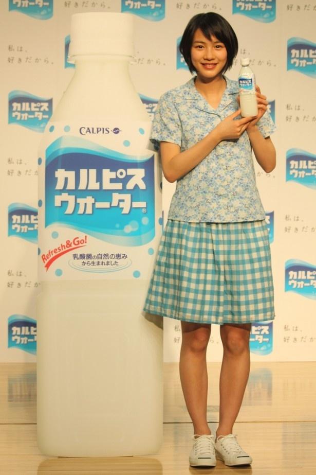 「カルピスウォーター」新CM発表会に登場した能年玲奈