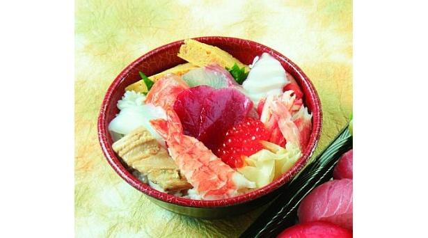 「さかな竹若」の初テイクアウト店「築地 竹若」の「海鮮丼」(1200円)