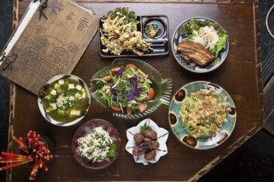 高円寺駅の「きよ香」もお勧め店。沖縄の手作り惣菜が並ぶ