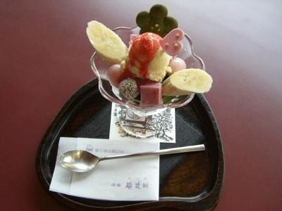 春限定の花パフェ1155(発売中〜4月中旬)。抹茶のトリュフ、抹茶ゼリーなどがたっぷり