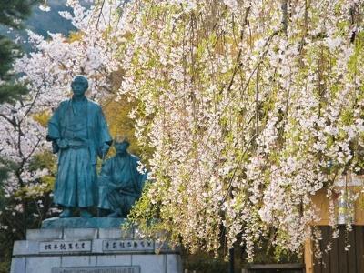坂本竜馬と中岡慎太郎像