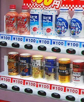 カルピスやコーヒーなど、思わず買いたくなる商品が並ぶ