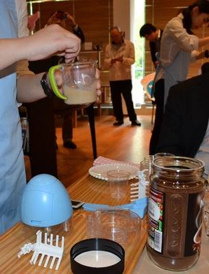 コーヒーや抹茶など、混ぜ合わせる材料も事前に用意しておこう