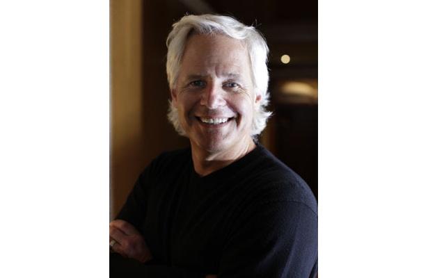 「X-ファイル」のプロデューサー、監督、脚本家のクリス・カーター監督