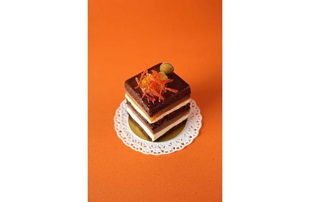 """超かわいい!「カファレル」が考案した""""ジャンドゥーヤ""""を使用したケーキ「ジャンドゥーヤ・グランデ」(504円)"""