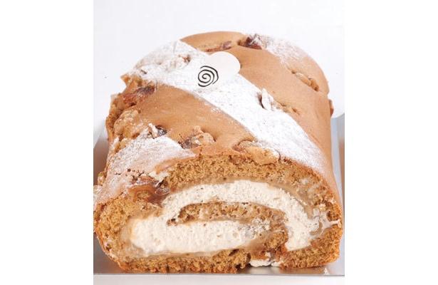 【ヤングさん賞】「自由が丘ロール屋」(東京都目黒区)の「黒糖のロール」¥1700 ひと口食べて黒糖の香ばしさを感じます。さっぱりとした甘さがちょうどいい!(ヤングさん)