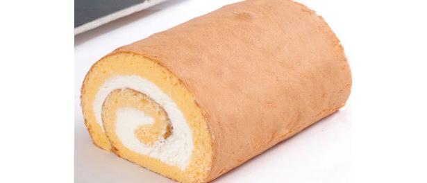「フランス菓子キャトル」(東京都目黒区)の「とりころーる米粉」 口の中でスポンジがスーッととけていきます。思わず完食!(ヤングさん)