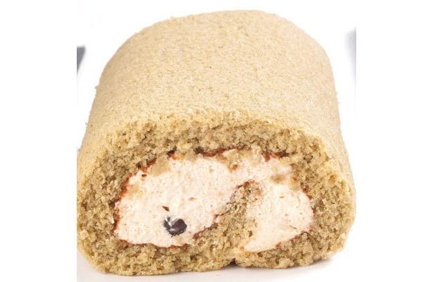 「いいもの屋 北海道の贈り物サイト」(通販)の「モロヘイヤときなこの野菜ロールケーキ」 モロヘイヤきなこなので、健康的なロールですね(ヤングさん)