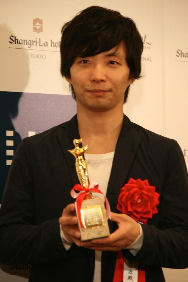 「日本映画批評家大賞」で新人賞を受賞し、「今後もいろいろな作品に出たい」と意気込みを語る星野源