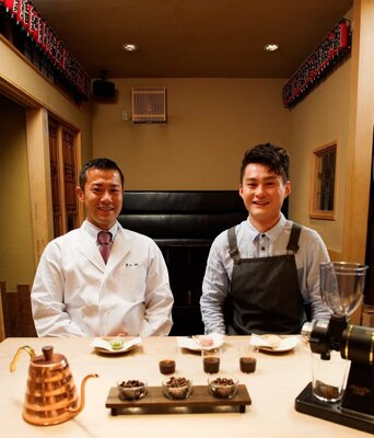 東京一予約の取れない割烹「くろぎ」主人・黒木純さん(左)と恵比寿のスペシャルティコーヒー専門店「猿田彦珈琲」代表・大塚朝之さん(右)。二人が強力なタッグを組む