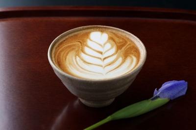 基本的なコーヒーメニューの他、要望があればできる限り応える方針。たとえばこんなラテやマキアートなども対応してくれる(プラス200円~)