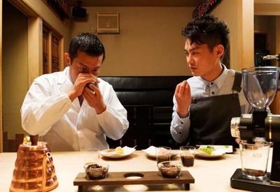 2人の和菓子に合うコーヒーの追求は数ヶ月に及んだ。そうして生まれた絹しずく(濃口・淡口の2種・860円)はこの店だけの味わいだ