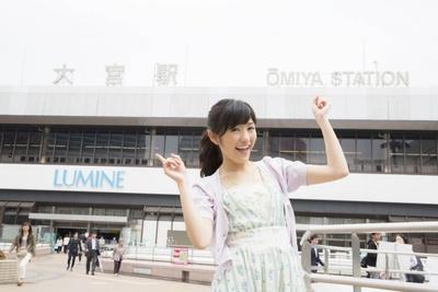 【写真を見る】大宮駅前で撮影した記念すべき一枚。地元の思い出話は「埼玉ウォーカー2014夏」をチェック!