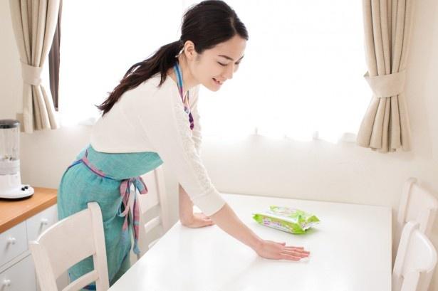 表面的にはキレイに見えても潜んでいるのが菌。除菌効果のあるもので拭くように心がけて。