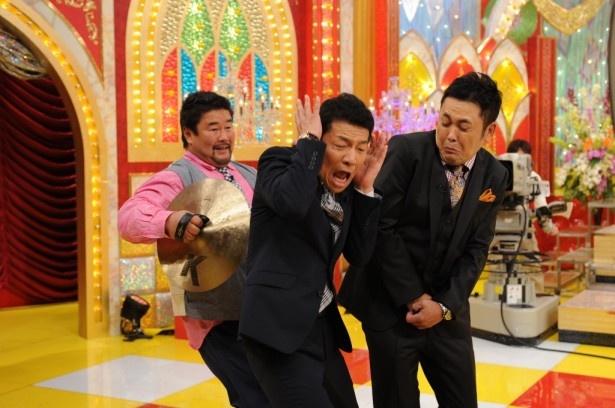 佐々木健介は番組収録後、番宣用のコメント撮りをするくりぃむしちゅーにドッキリを仕掛ける
