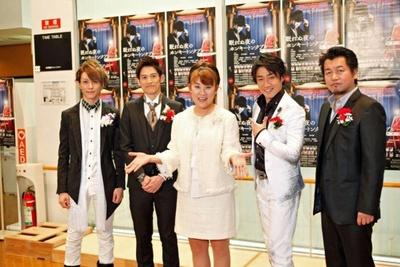 本格的舞台は6年ぶりという山田邦子さん。左から、鈴木拡樹さん、野久保直樹さん、山田邦子さん、津田英佑さん、水木英昭さん