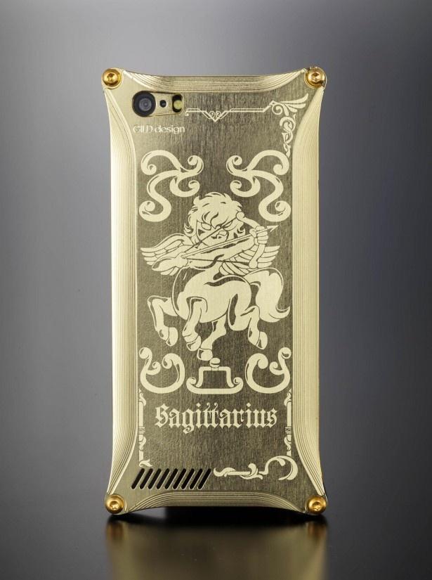 【写真を見る】黄金聖衣サジタリアスのゴールドiPhoneカバー