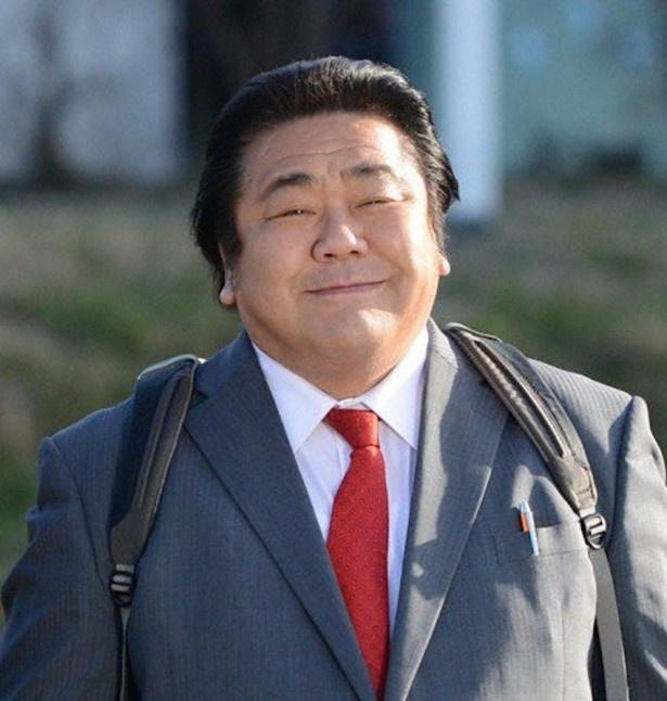 「刑事110キロ」で主人公・花沢太郎を演じる石塚英彦
