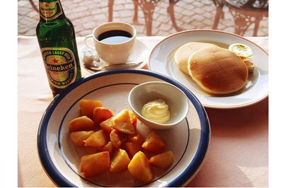 限定フードも登場!園内のパークカフェ(LO16:30)では、期間限定でパンケーキセットドリンク付き¥800、フライドポテトオランダ風¥500などを販売