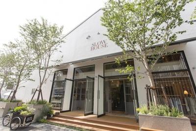 ウォーターフロントにある「SLOW HOUSE」。ジビエ料理 のレストラン「SOHOLM」とファッションの「Ouur」を併設