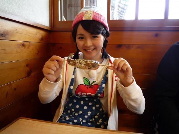 定番のヤマメの塩焼きや天ぷら、地元ならではの珍しい姿ずし、みそ汁に加藤も感動