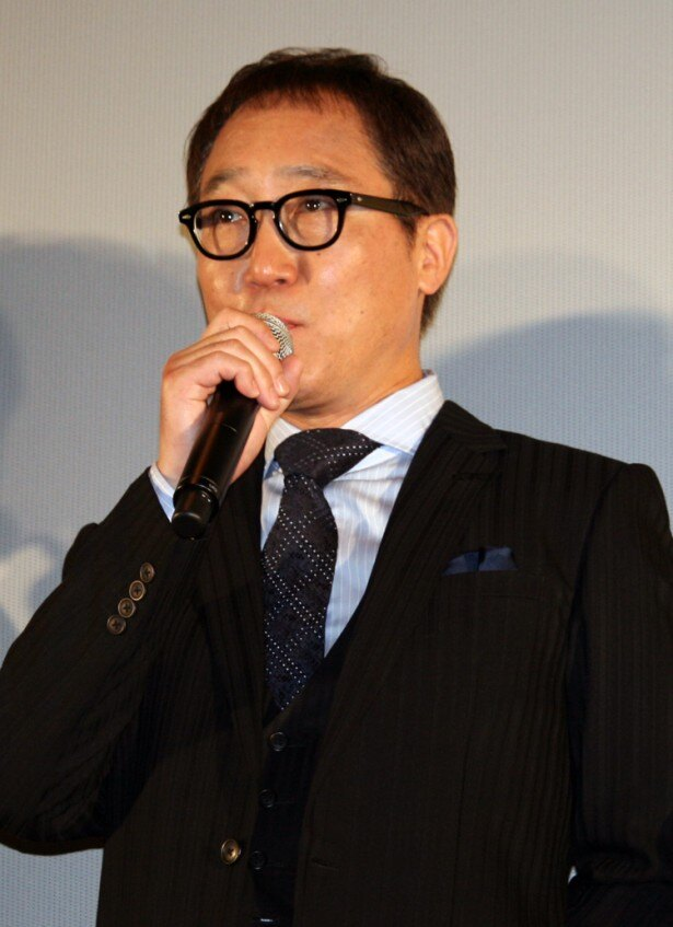 岡田の父親役を演じる佐野は、「イケメンの息子過ぎるのでちょっと無理があるかもしれません(笑)」とこぼし、会場の笑いを誘った