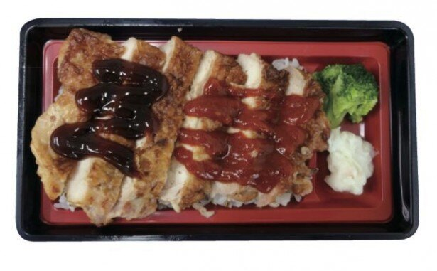 照り焼きソースと辛みそだれの2種類のたれが楽しめる「チキンステーキ弁当(Wソース)」(498円)