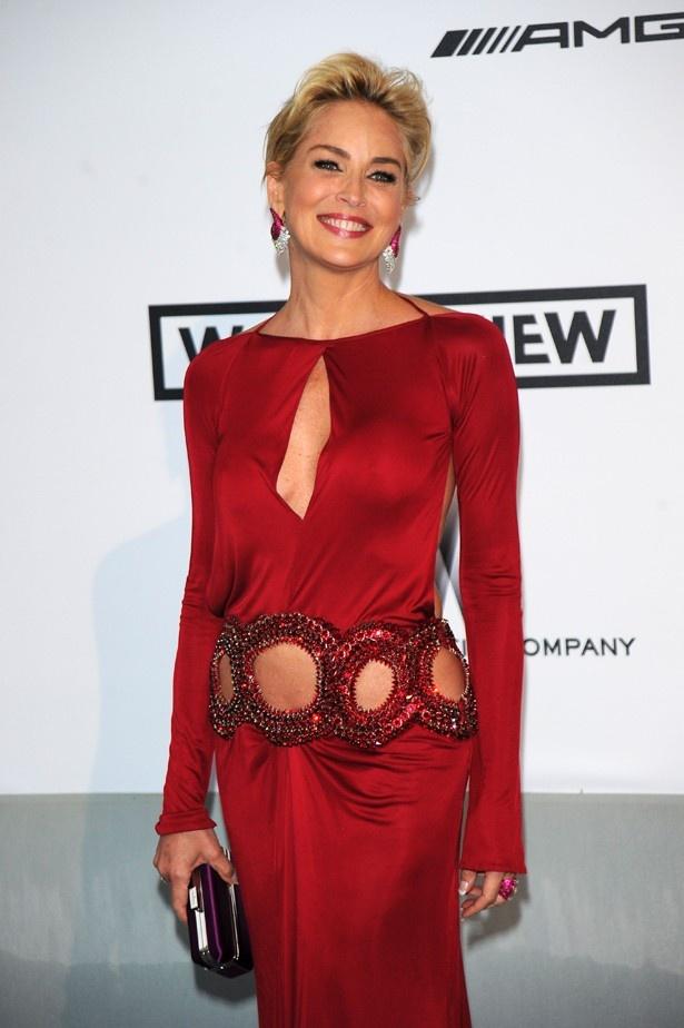 大胆なドレスでカンヌに登場したシャロン・ストーン