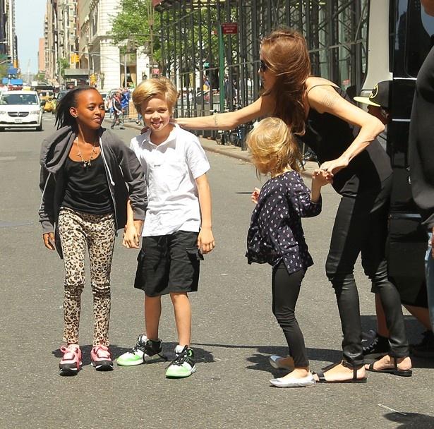 アンジーもいまや子どもたちをまとめるお母さん