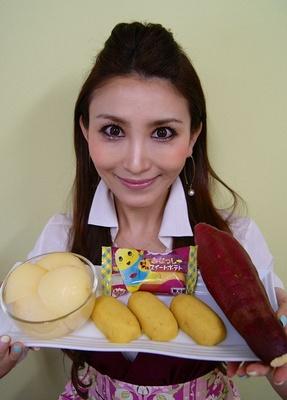 【写真を見る】この商品をプロデュースしたさつまいも親善協会会長の鈴木絢子さん