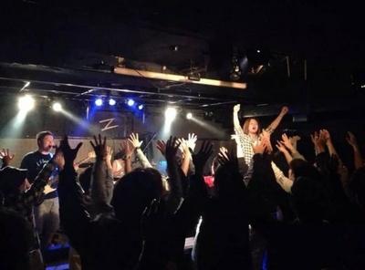 横浜、藤沢のライブハウスで精力的に活動中をするバンド、えすてに