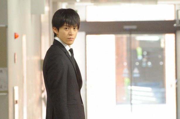「BORDER」の第8話『決断』で、自身を襲った事件の真相に迫る石川(小栗旬)