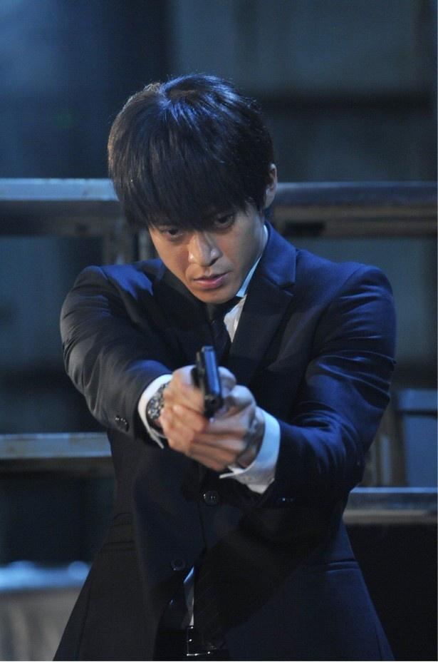 【写真を見る】石川を銃撃した犯人がついに判明!?