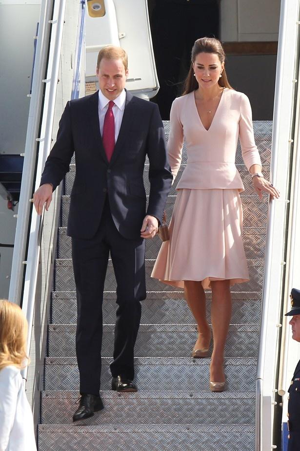 【写真を見る】ヒラヒラしたスカートを着こなすこと... キャサリン妃のボディ露出に英国民はうんざ
