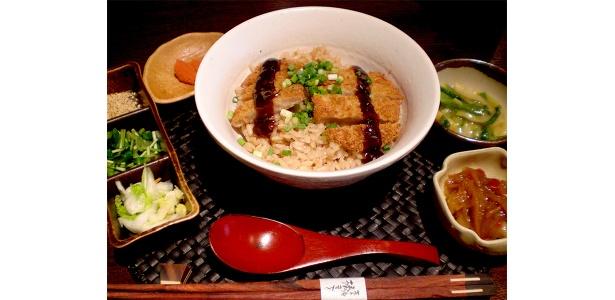 名古屋名物の味噌カツがお茶漬けに!
