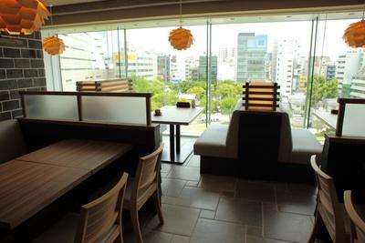 警固公園が一望できるテーブル席