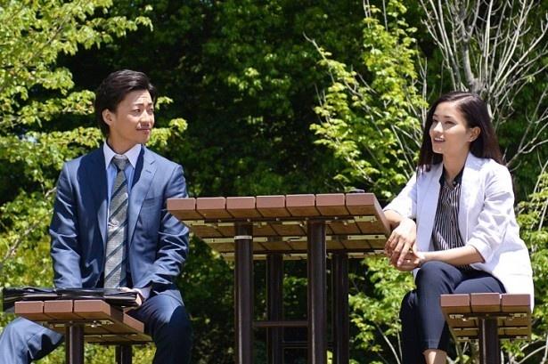 【写真を見る】杏子(黒木メイサ)が同級生の田島と再会!