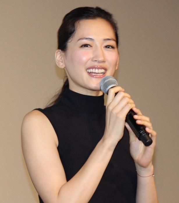 卓越した鑑定眼を持つ凛田莉子役を演じる綾瀬はるか