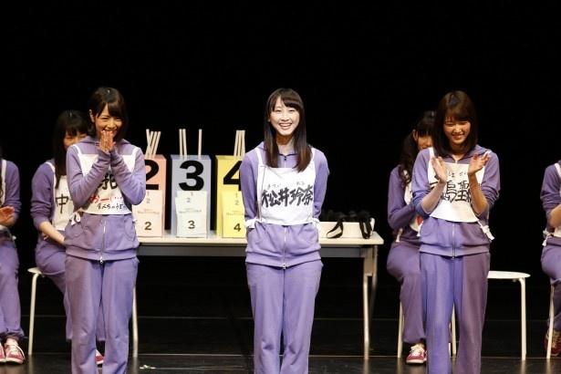 1幕で6人が立候補したエステル役のオーディションは3人ずつ2組で開催。2組目では北野日奈子(左)、松井玲奈(中央)、永島聖羅(右)がお題「入ってくんなよ」に挑戦する