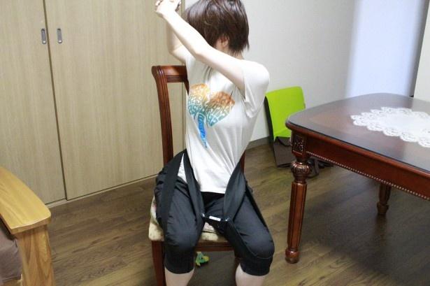 ラクナールエクササイズに挑戦!装着して、体をひねったり伸ばしたりするだけ
