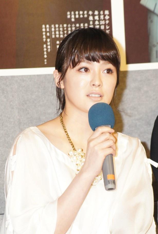 小出演じる幹次郎の妻・汀女を演じる貫地谷しほり