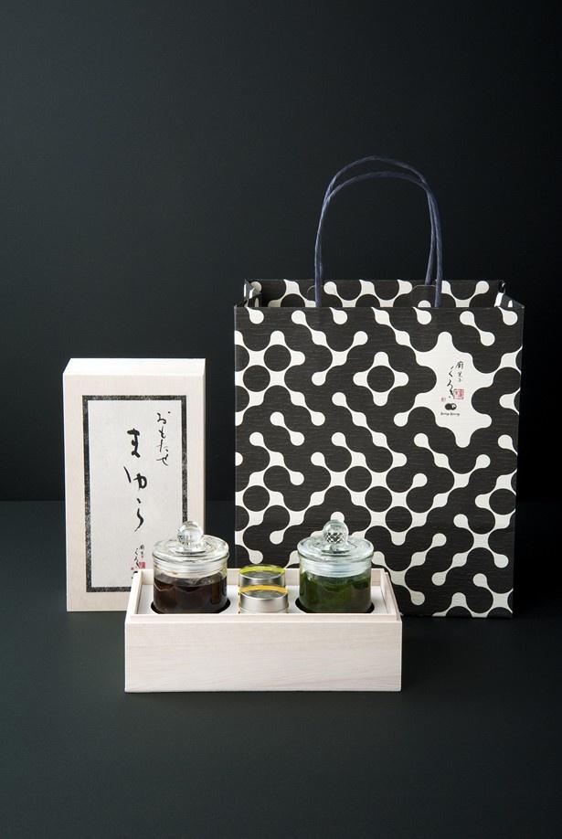 期間中、会場で限定販売される蕨もち「まゆら(¥4001)」のパッケージ。洗練されたデザインで贈り物にしても喜ばれそう