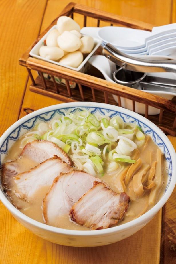 クリーミーなおいしさがたまらない、三河もち豚本格石窯叉焼の特製ラーメン¥900