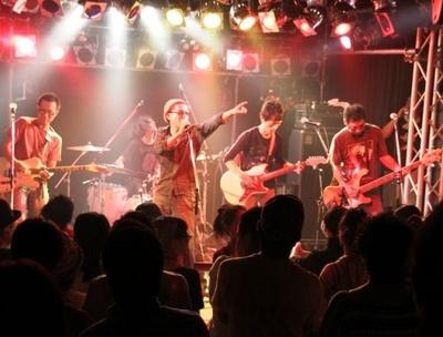 元割礼のリメ(ボーカル)や、原爆オナニーズのEddy(ベース)らによるパンクバンド、the バーナム