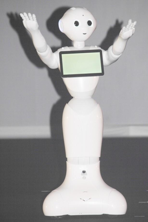 初めて報道陣の前に登場した世界初の感情認識パーソナルロボット・Pepper