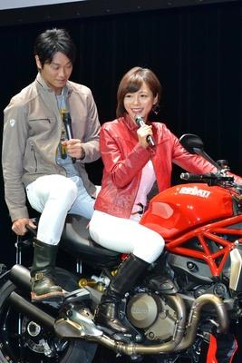 【写真を見る】「バイクを運転する女性ってかっこいいですよね」と語る釈由美子さん