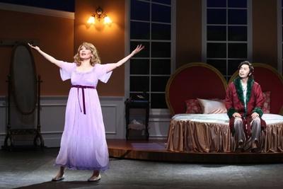 鈴木と近江谷は劇中劇の二人芝居でアメリカ大統領夫妻役に