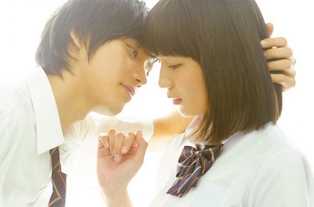 【写真を見る】福士蒼汰&川口春奈のキス直前のショットはこちら