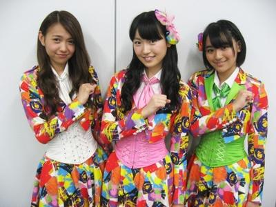 「SUPER☆GiRLS」の左から志村理佳・前島亜美・浅川梨奈