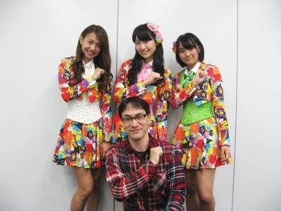 2014年5月12日、エイベックス大阪営業所にて。